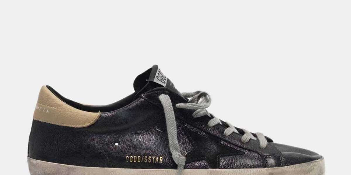 Golden Goose Sneakers she